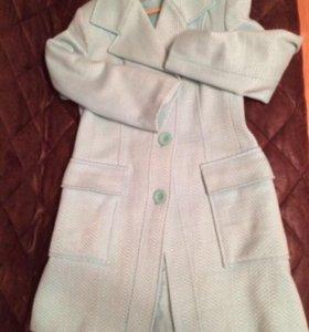 Пальто,размер 46