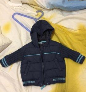 Детская куртка и джинсы