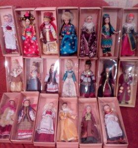 Куклы фарфоровые коллекционные в народных костюмах