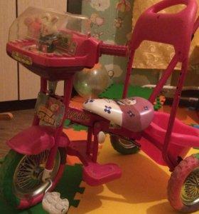 Велосипед с ручкой для малышки