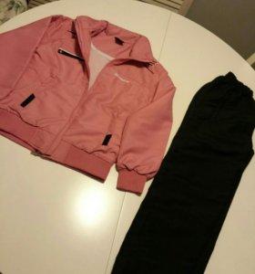 Комплект ветровка и штаны новый. 134 размер.