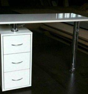 Элегантный маникюрный столик