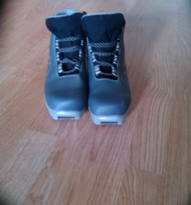 лыжные ботинки 38р