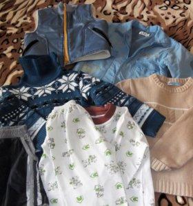 Одежда пакетом для мальчика 104-110 рост.