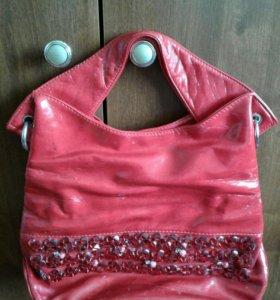 Продаю красная сумка