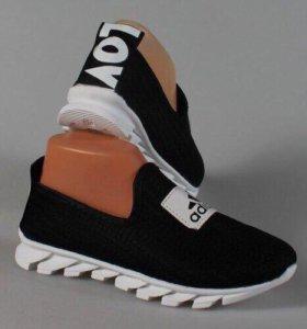 Новые кроссовки 38 размер