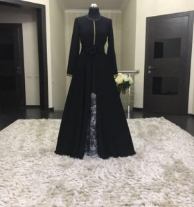 Платье с туфлями надевались1 раз без торга.
