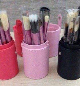 Кисти для макияжа в тубусе