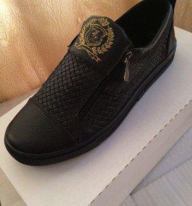 Мужская обувь ( кроссовки)
