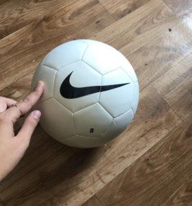 Спортивный мяч Nike (футбольный)