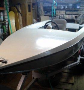 Спортивная лодка Радуга