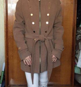 Красивое пальто.