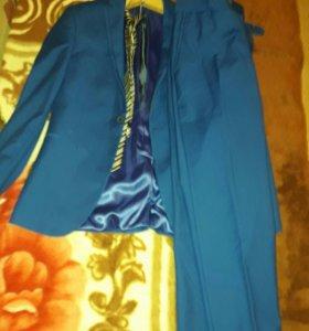 Мужской костюм 176 см
