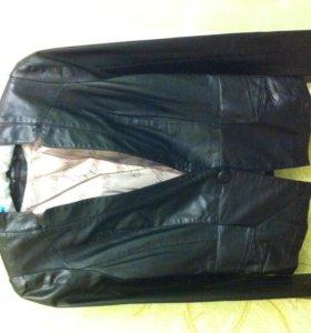 Пиджак из экокожи.