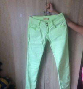Продам брюки для девушки