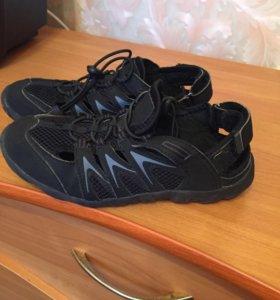 Лёгкие кроссовки