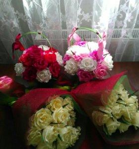 Корзинка с цветами из конфет