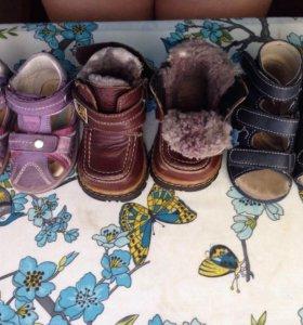 3 пары обуви р.18-19