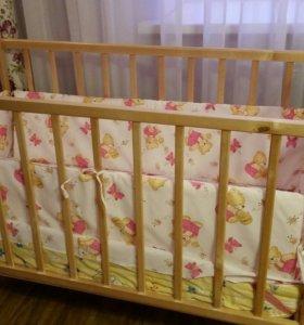 Кроватка (качалка )с матрацем и аксессуары
