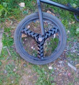 Переднее колесо BMX со втулкой.