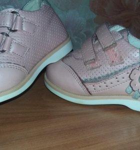 Ботиночки на малышку 19 размер