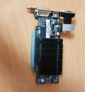 Видеоката Radeon HD 5450 650Mhz PCI-E 2.1