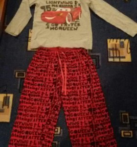 Домашний костюм или пижама на мальчика.