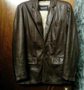 Продам кожаную фирменную куртку почти новая вещь м