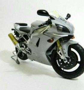 Масштабная модель Yamaha R1