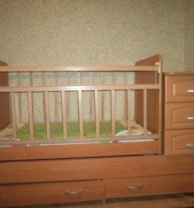 кроватка -транформер..с ящиками .с боку 3-и 2-вниз
