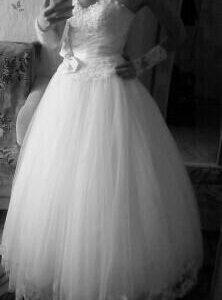 Свадебное платье и перчатки. Размер 46