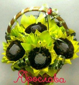 Букеты сладкие, тематические, из живых цветов