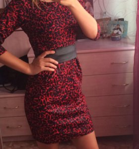 Платье с ремешком .новое