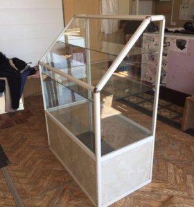 Стеклянный шкаф для магазина