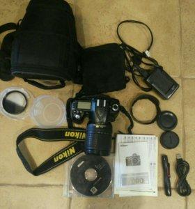 Полупрофессиональный зеркальный Nikon D90