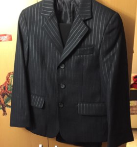Костюм( пиджак, брюки) джемпер в подарок