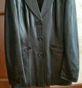 Кожаный женский пиджак. В отличном состоянии