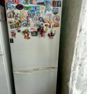 Двухкамерный холодильник LG GR-349SQF.