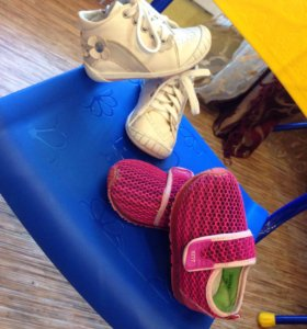 Ботиночки и светящиеся кроссовки для малышки.
