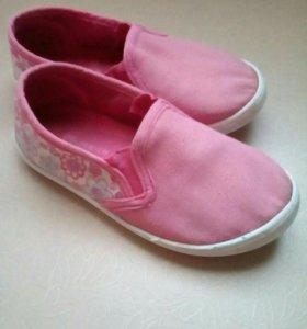 Одежда и обувь для девочки