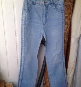 Отличные джинсы на девушку