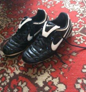 Футбольные кросовки