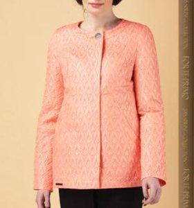 Куртка-пиджак женкская.НОВАЯ. 62 размер.