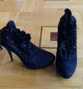 Ношеные туфли продам по дешевке
