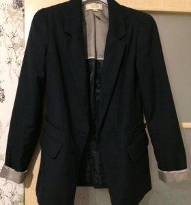 Чёрный пиджак Bershka