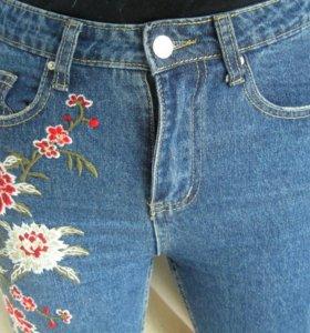 Новые джинсы с вышивкой