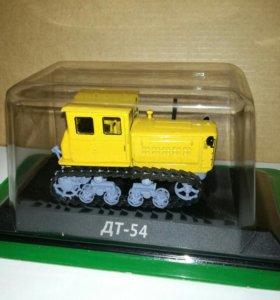 Модель 1/43 трактор ДТ-54