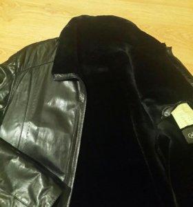 Куртка кожаная с натуральным мехом.