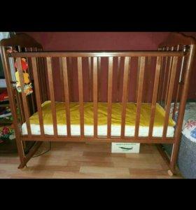 Кроватка+матрац+набор в кроватку