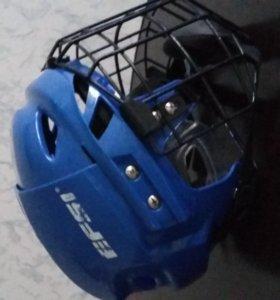 коньки, шлем